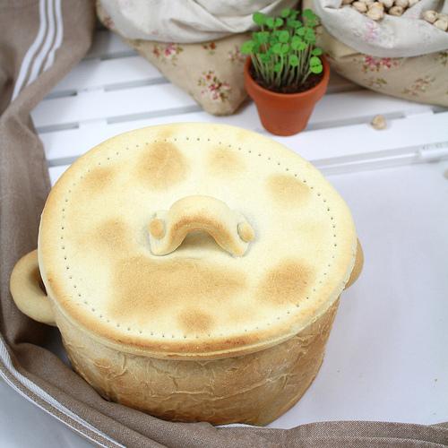 Cocido maragato en olla de pan