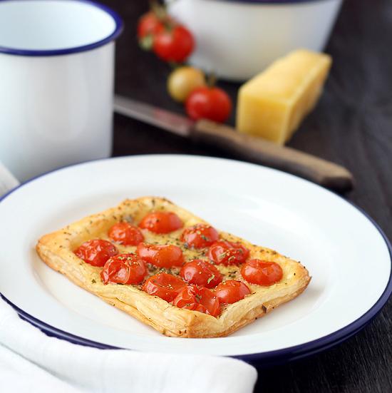 Tomato cheddar tartelettes