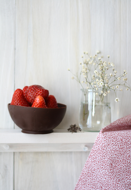 Bol de chocolate con ensalada de fresas - Chocolate bowl