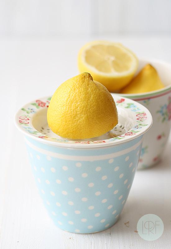 Bizcocho de limón con frutas de verano