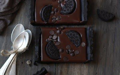 Tarta fácil de chocolate y oreo (sin horno)